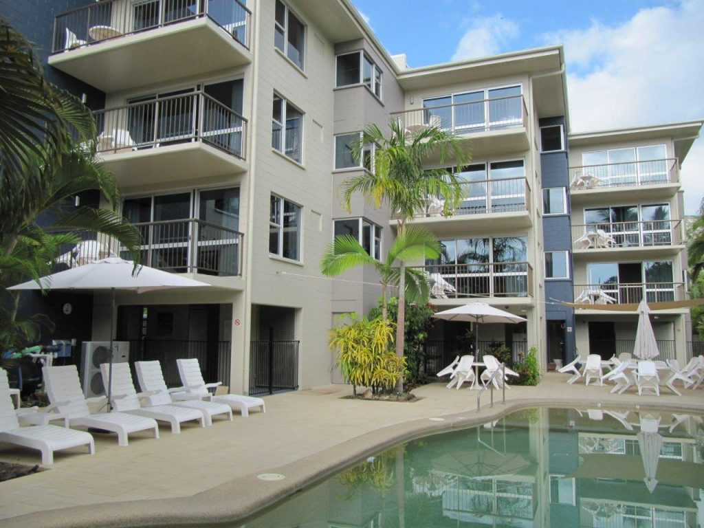 Island Palms Resort - Pool Area
